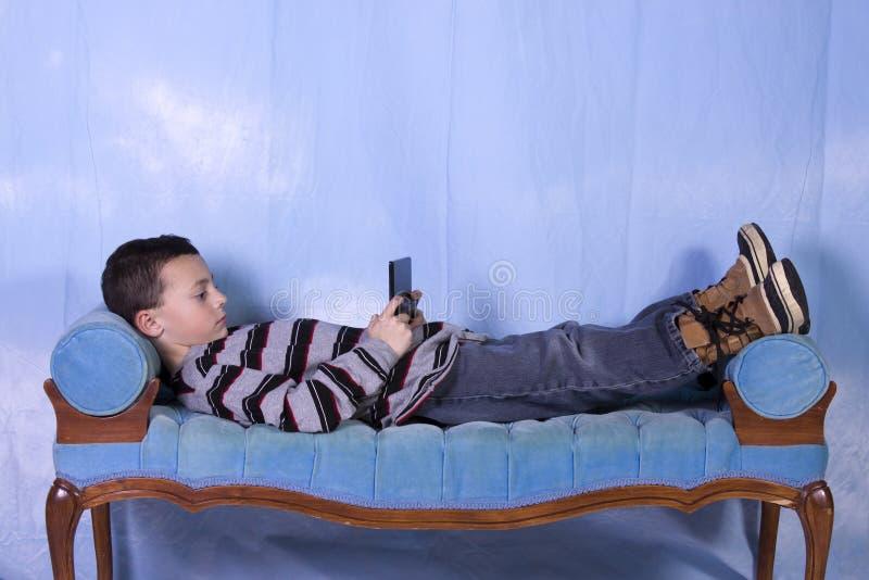 Little Boy que juega a los juegos video fotos de archivo libres de regalías