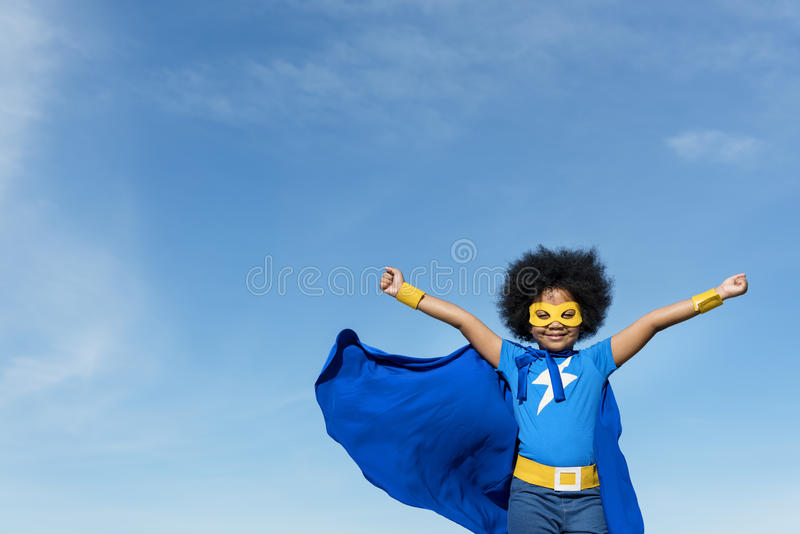 Little Boy-Superheld-Konzept lizenzfreies stockfoto