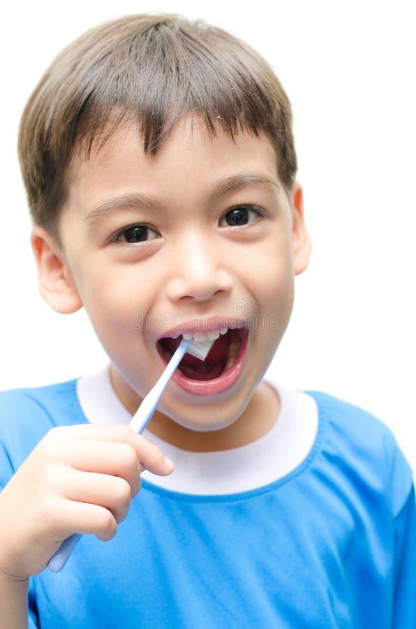 Little Boy Szczotkuje zęby dla stomatologicznej opieki zdrowotnej obraz stock