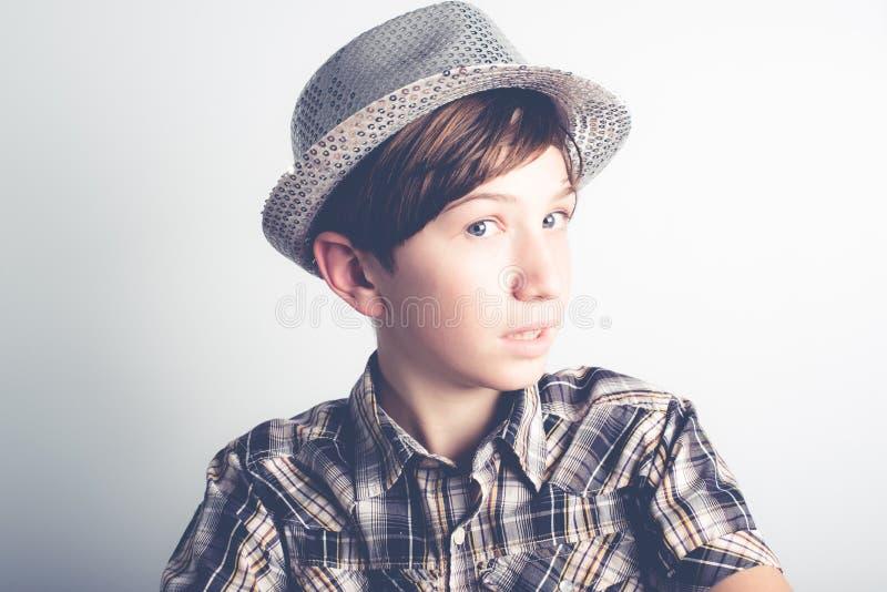 Little Boy tímido fotos de stock