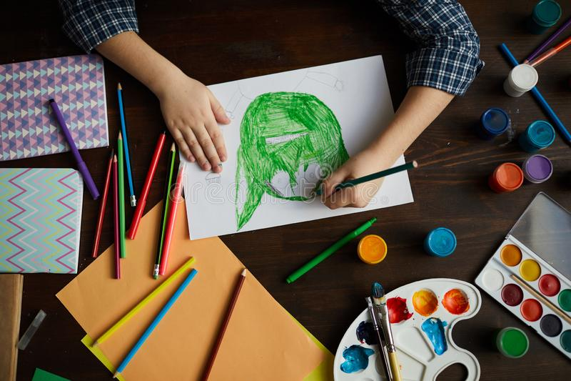 Little Boy teckningsmonster royaltyfri bild