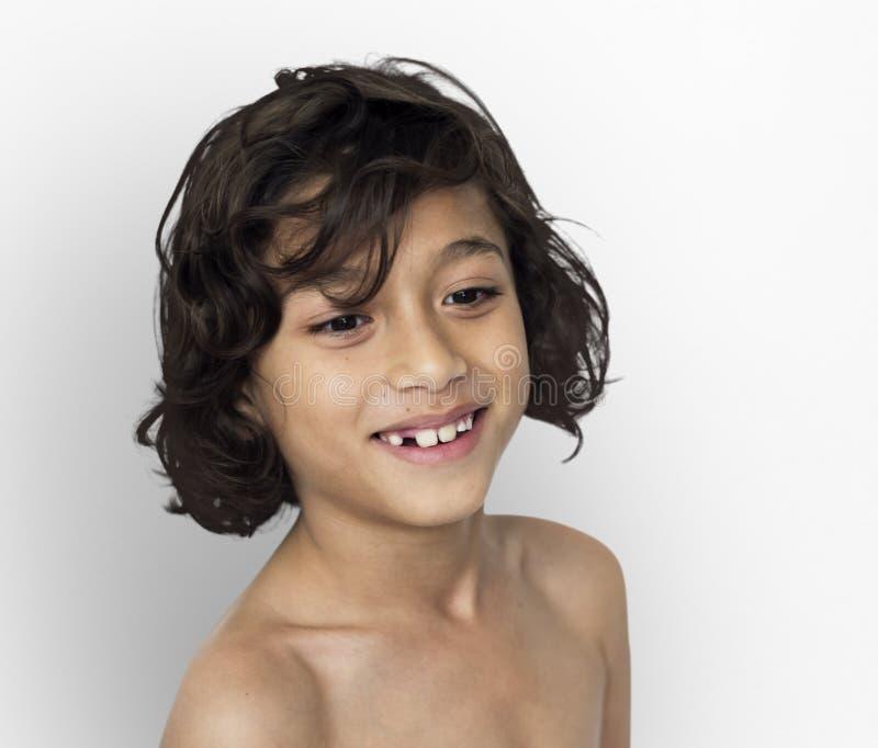 Little Boy Uśmiechniętego szczęścia klatki piersiowej Nagi portret zdjęcie royalty free