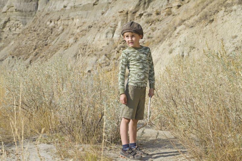 Little Boy-Wandern lizenzfreie stockfotografie