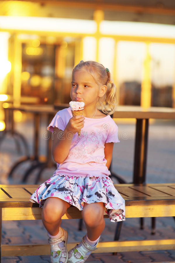 Little Girl Eating Delicious Ice Royalty Free Stock Photos