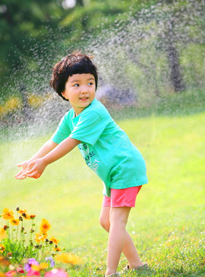 Little girl play water royalty free stock photo