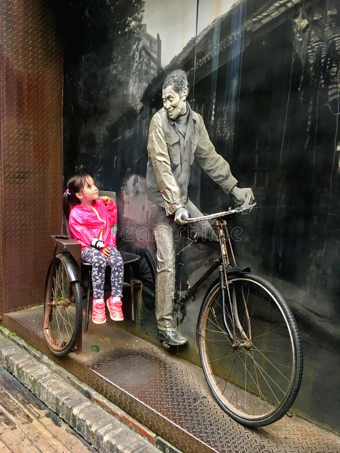 Free Little Girl Sitting On A Vitage Bicyle Royalty Free Stock Photography - 174622327