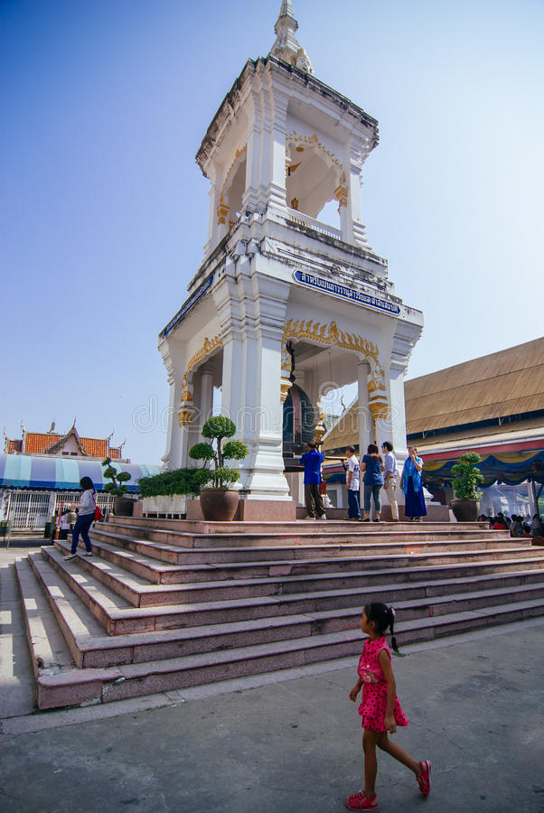 Little girl at Wat Kanlayanamit royalty free stock images