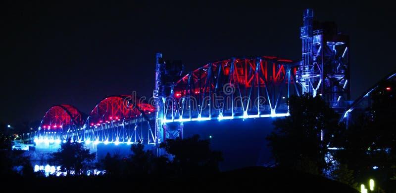 Little Rock--Noite da ponte da ilha da rocha fotografia de stock