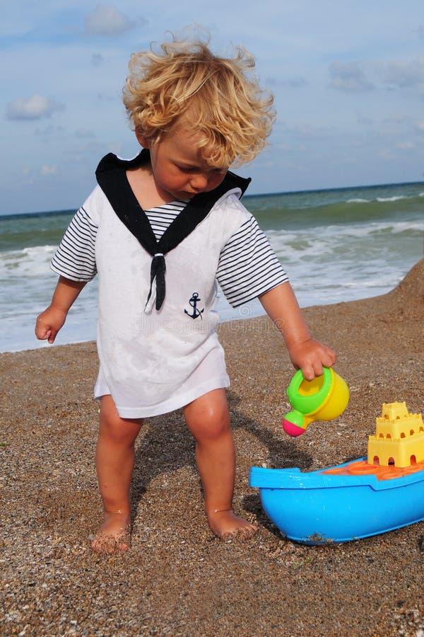 Little sjöman och ship arkivbild
