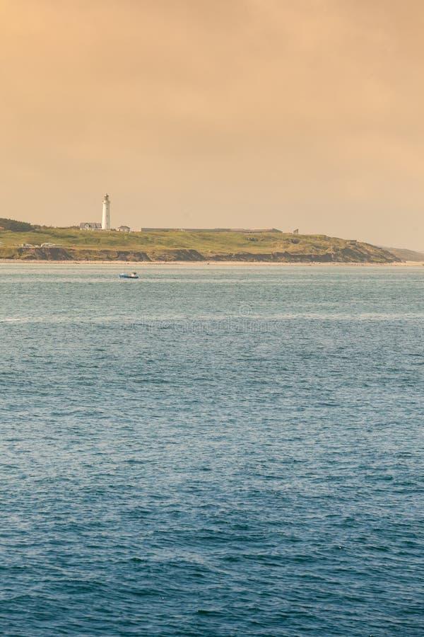 Littoral avec le phare Hirtshals Danemark photos stock