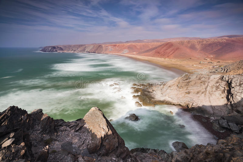 Littoral coloré approximatif Maroc photo stock