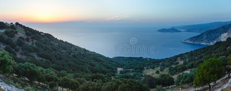 Littoral d'été de coucher du soleil (Kefalonia, Grèce) images stock
