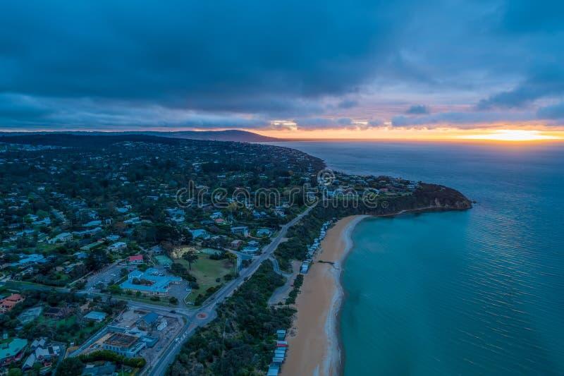 Littoral d'océan au coucher du soleil à Melbourne images stock