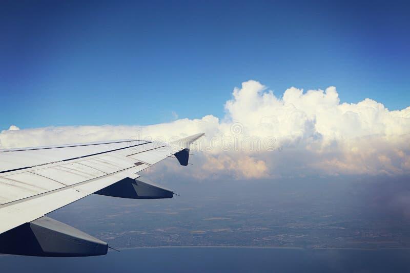 Littoral danois sous des nuages des avions photographie stock libre de droits