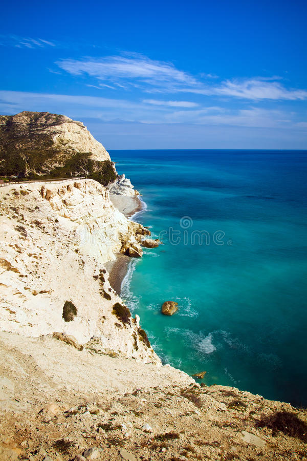 Download Littoral de la Chypre photo stock. Image du ciel, lagune - 77160638