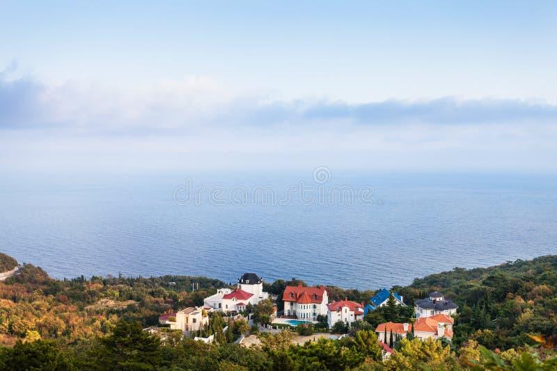 Littoral de la Mer Noire dans le secteur d'Oreanda dans la soirée images libres de droits