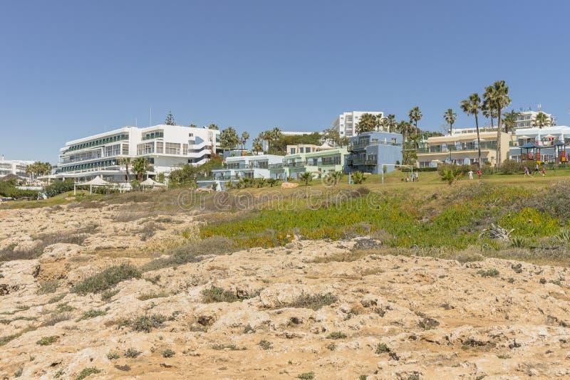 Littoral rocheux, cap Greco sur la Chypre photographie stock libre de droits