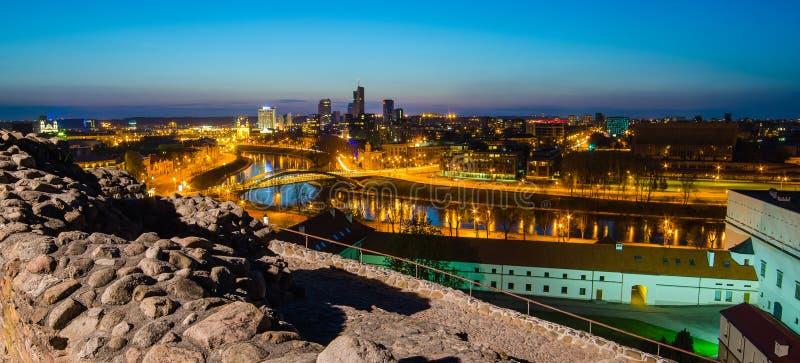 Lituania. Vilna. Castillo superior y vista a la ciudad fotografía de archivo libre de regalías