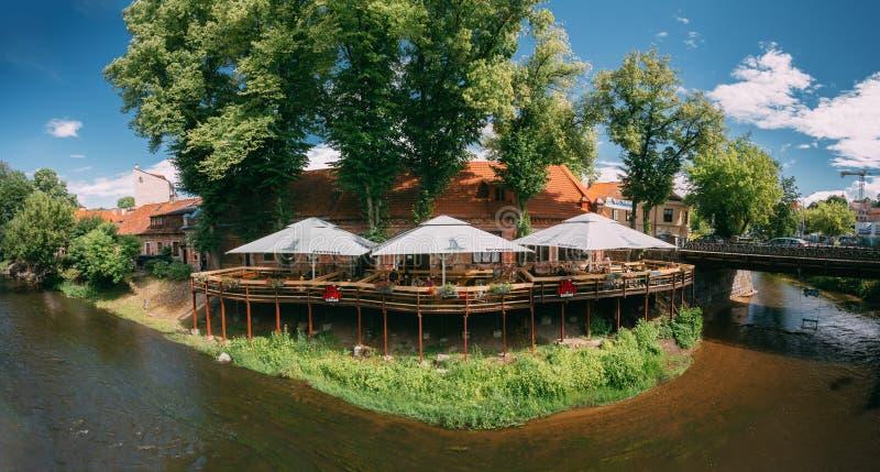 litwa Wilna Panorama Uliczna kawiarnia W Uzupis okręgu Lokalizować W Starym miasteczku Vilnius zdjęcie stock