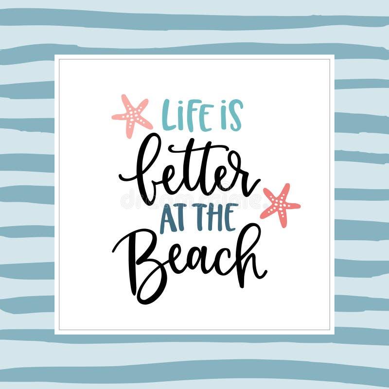 Liv är bättre på stranden Hand-bokstäver citationsteckenkort med en sjöstjärnaillustration Dragit motivational för vektor hand oc royaltyfri illustrationer