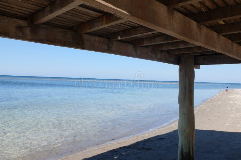 Liv är en strand arkivfoto