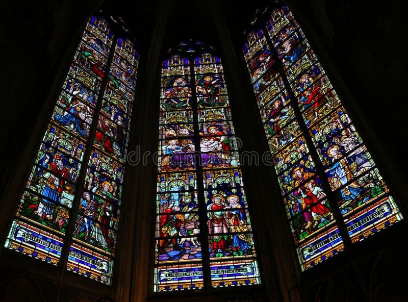 Liv av Joseph - målat glass i den Mechelen domkyrkan arkivbild
