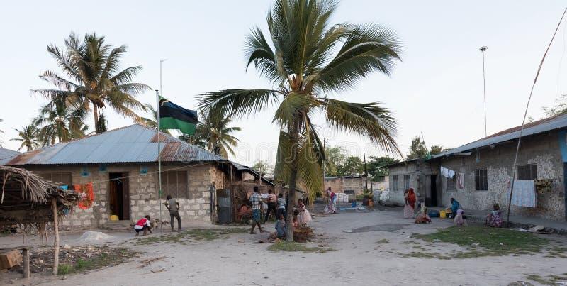 Liv i en liten by av Zanzibar arkivbilder