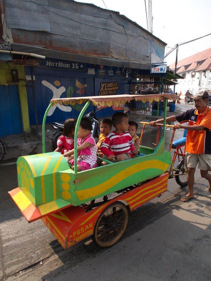 Liv i Pasar Ikan och Muara Karang, en historisk Jakarta fisk mars royaltyfri fotografi