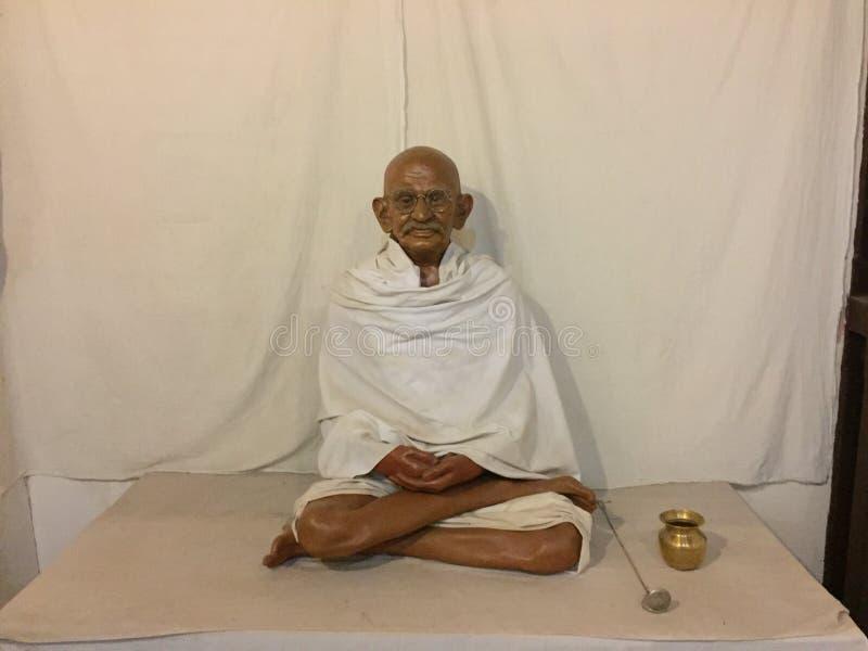 Liv som vaxskulptur av Mahatma Gandhi i en Mysore baserade museet arkivfoto