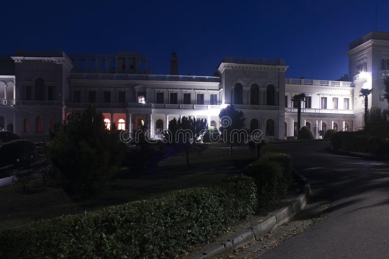 Livadia koninklijk paleis bij nacht stock fotografie
