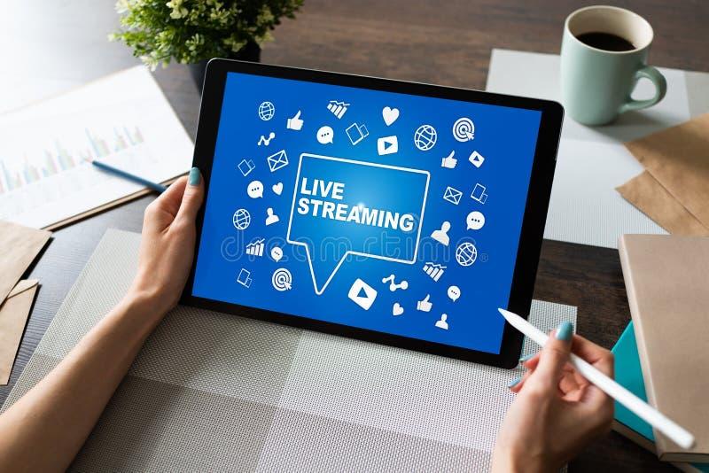 Live che scorre sullo schermo broadcasting Concetto di vendita di Internet fotografia stock