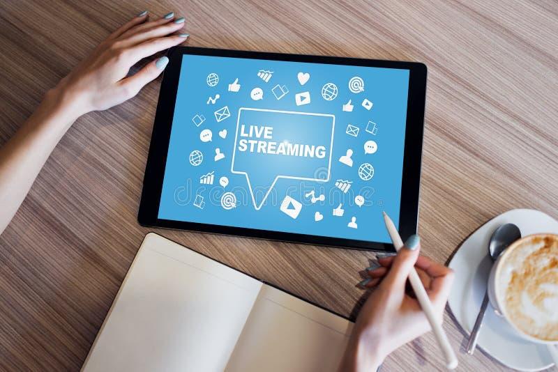 Live che scorre sullo schermo broadcasting Concetto di vendita di Internet immagine stock