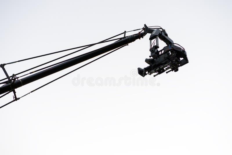 Liveereignisvideokamera auf Kran über Weiß lizenzfreies stockbild