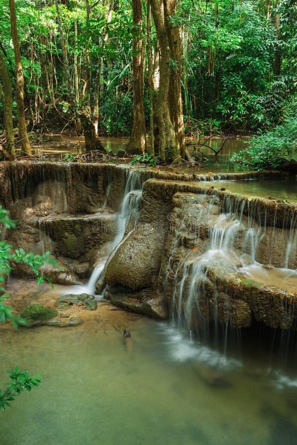 Livello 6 della cascata di Huay Mae Kamin in Khuean Srinagarindra Nati fotografia stock libera da diritti