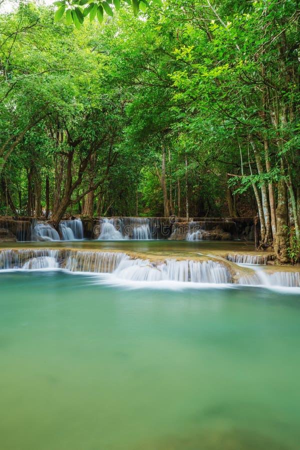 Livello 2 della cascata di Huay Mae Kamin in Khuean Srinagarindra Nati fotografie stock libere da diritti