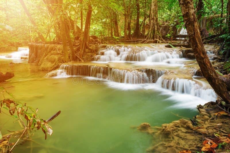 Livello 7 della cascata di Huay Mae Kamin in Khuean Srinagarindra Nati immagini stock libere da diritti