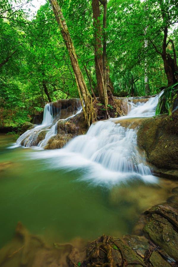 Livello 7 della cascata di Huay Mae Kamin in Khuean Srinagarindra Nati fotografie stock