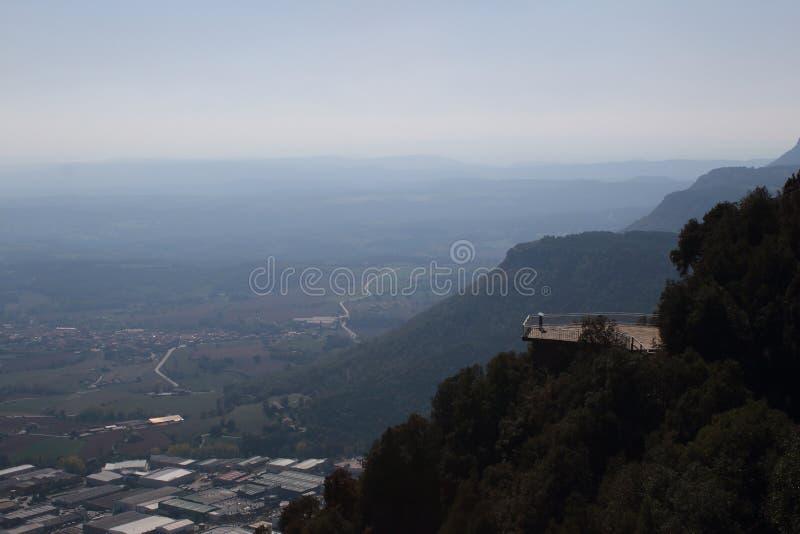 Livello della piattaforma di osservazione nelle montagne di Pirenei fotografie stock libere da diritti