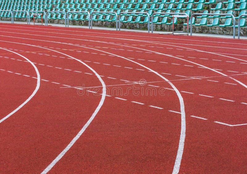 Livello di gomma della pista corrente dello stadio di atletica fotografie stock