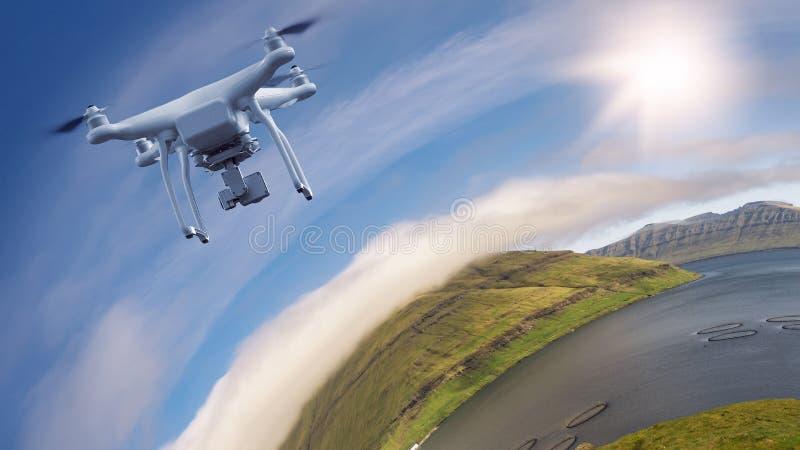 Livello di volo del fuco di Multicopter sopra paesaggio immagini stock