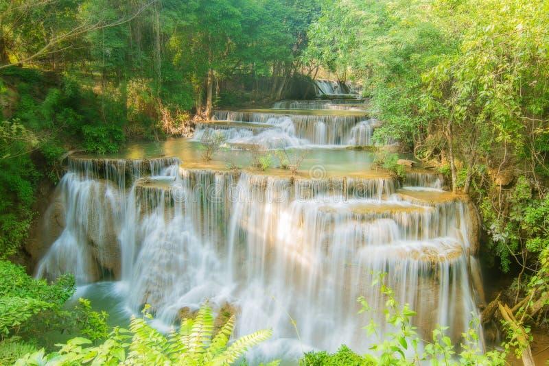 Livello quattro della cascata di maekamin di Huay nella provincia di Kanchanaburi, immagine stock libera da diritti