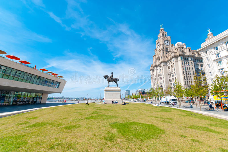 Download Liver Building With A Statue Editorial Photo - Image: 33823906