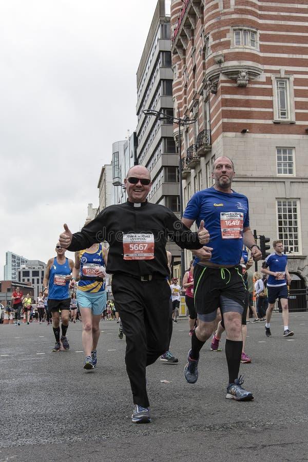 Liverpool maraton 2017 royaltyfri bild
