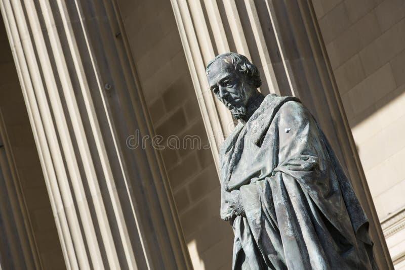 Liverpool Merseyside, UK Juni 2014, staty och likhet av den brittiska premi?rministern Benjamin Disraeli, greve av Beaconsfield royaltyfri foto