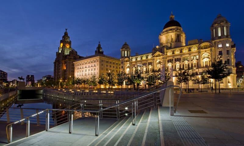 Liverpool Pier Head - Drie vereren, gebouwen op de waterkant van Liverpool, het UK royalty-vrije stock fotografie