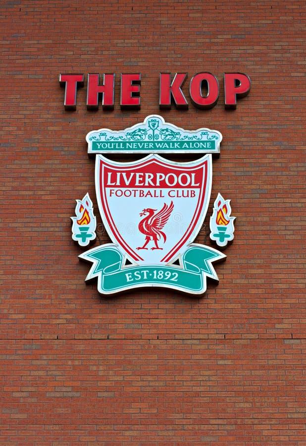 Liverpool, Reino Unido, el 21 de abril de 2012. Cresta del club del fútbol de Liverpool, imagenes de archivo
