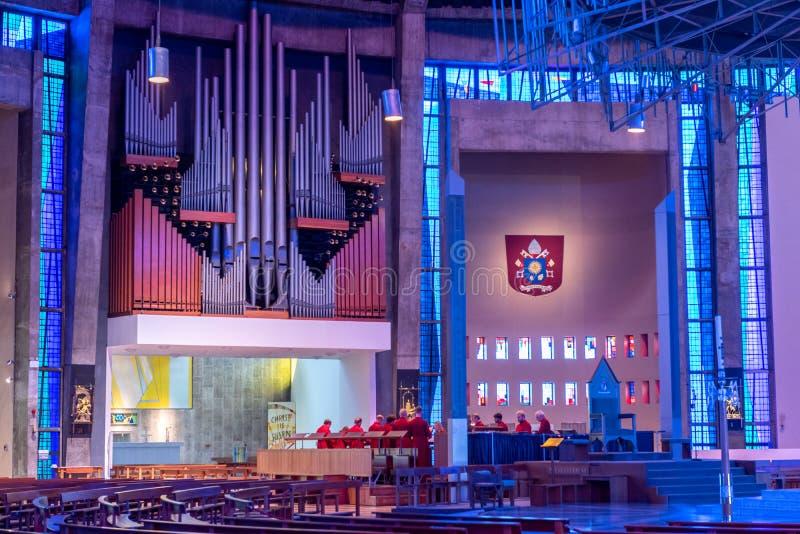 LIVERPOOL, REINO UNIDO, EL 26 DE MAYO DE 2019: Una visi?n que documenta el interior de la catedral metropolitana de Cristo el rey fotografía de archivo libre de regalías