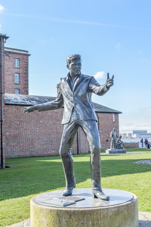 Liverpool UK - 03 April 2015 - Billy Fury skulptur på Albert Dock royaltyfri foto