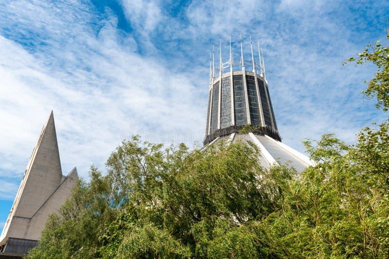 LIVERPOOL UK, 26 MAJ 2019: En sikt som dokumenterar yttersidan av den storstads- domkyrkan av Kristus konungen, i Liverpool royaltyfria foton