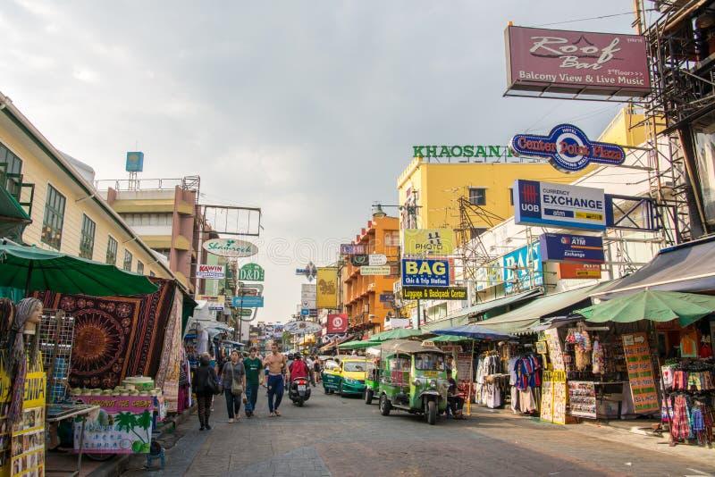 Livet i Khao san road i Bangkok, Thailand royaltyfri foto